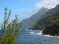 Die Steilküste der Sierra Tramuntana bei Port des Canonge (Mallorca)