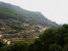Blick vom Aussichtspunkt und Parkplatz aus auf Banyalbufar